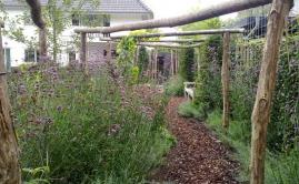 Janssen Beek en Donk tuin met Robinia pergola (13)
