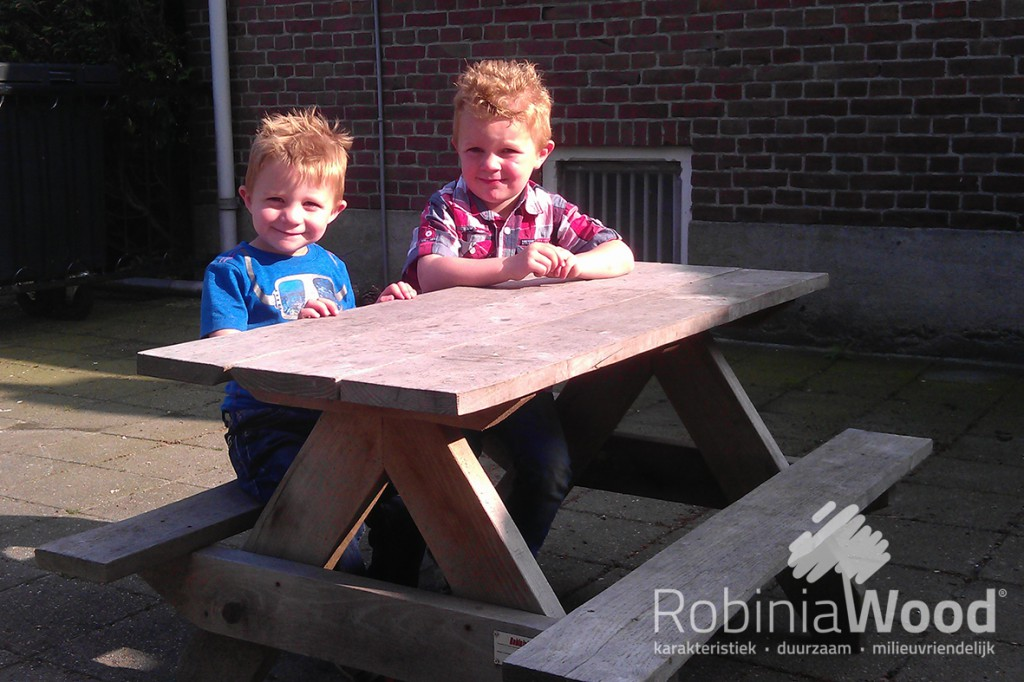 1_rw-picknickbank-met-kindjes_kl