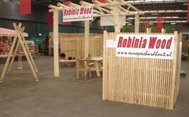Beurs Utrecht, met tuinschermen, robuuste pergola in Robinia rondhout en speeltoestel (1)