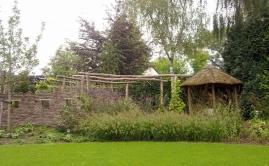 Janssen Beek en Donk tuin met Robinia pergola (14)
