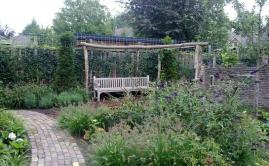 Janssen Beek en Donk tuin met Robinia pergola (15)
